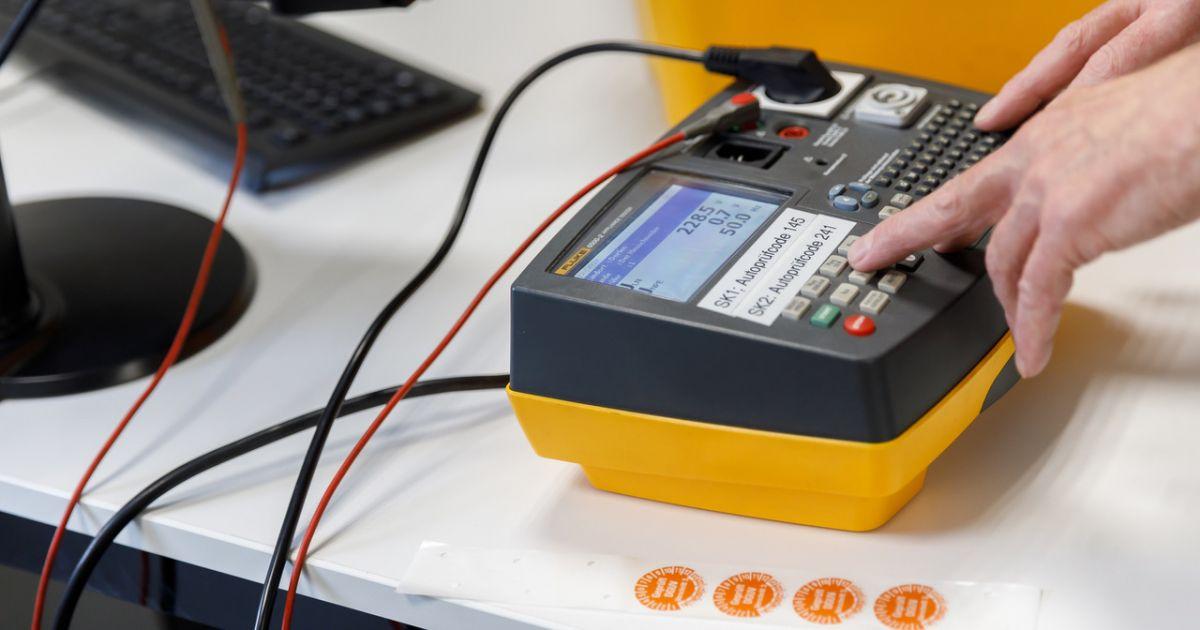 Elektroprüfung nach DGUV V4  • Technikwerker